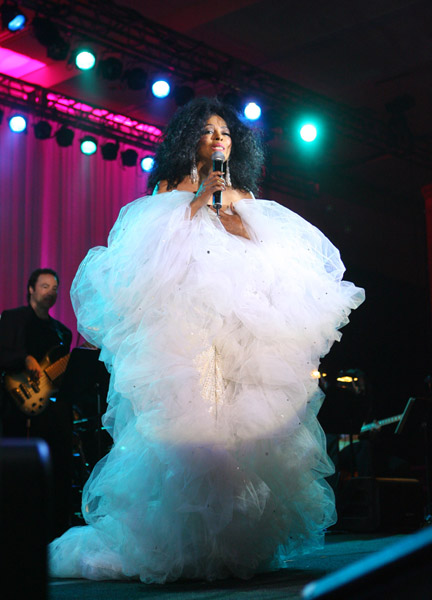 Diana Ross looking a HOT mess…