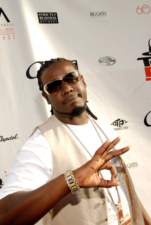 T-Pain arriving at the 2007 O'Zone Awards