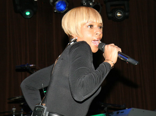 Mary J. Blige performing at Live Beats