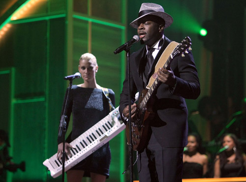 Wyclef Jean and Niia perform at the '08 BET Honors