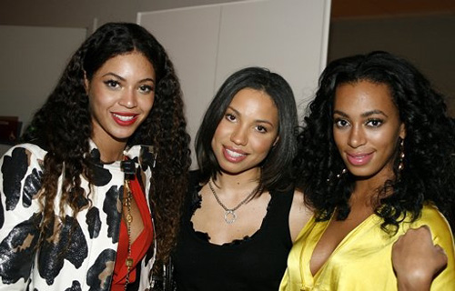 Beyonce, Jurnee Smollettt, and Solange backstage at the Pearl