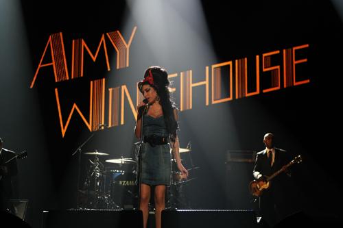 AFTER BEING DENIED, AMY WINEHOUSE GETS U.S. VISA ANYWAY
