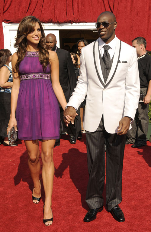 terrell owens girlfriend 2011. terrell owens girlfriend.