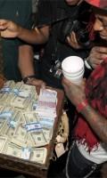 Lil Wayne opens his birthday gift – $1,000,000
