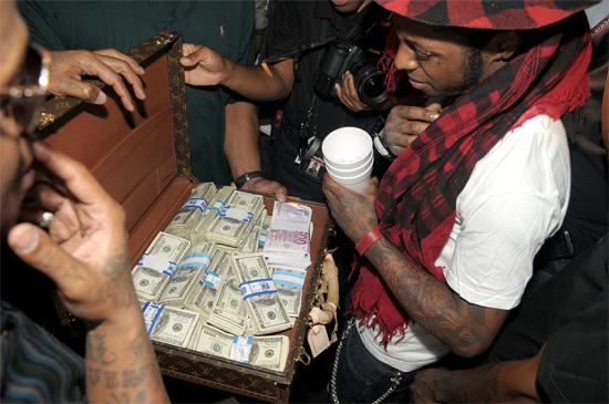 Lil Wayne opens his birthday gift - $1,000,000