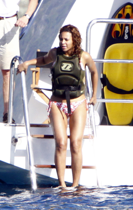 Beyonce // On Vacation in St. Barts