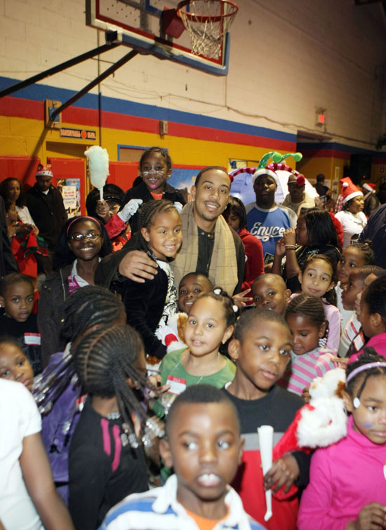 Ludacris, his daughter, and kids from the Mount Vernon Boys\' Club