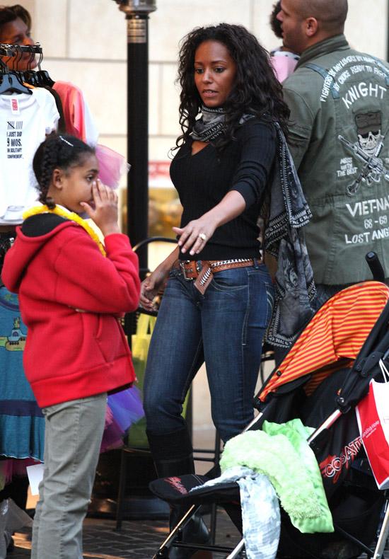 Mel B & the fam shopping in LA