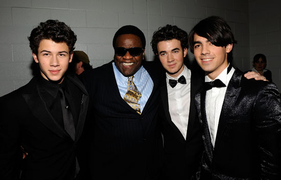 Al Green & The Jonas Brothers // 2009 Grammy Awards (Backstage)