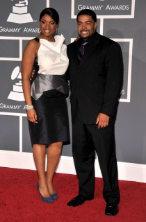 "Jennifer Hudson & David ""Punk\"" Otunga // 2009 Grammy Awards Red Carpet"
