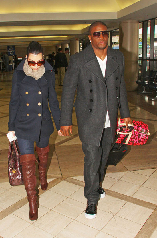 Kim Kardashian & Reggie Bush // Leaving LAX (02.13.09)