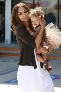 Halle Berry & Nahlia Ariela Aubry in LA (Mar. 28th 2009)