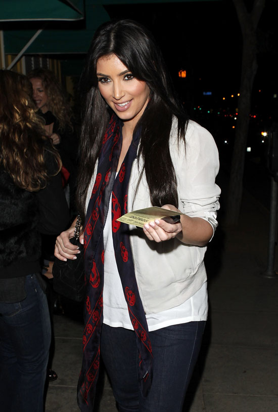 Kim Kardashian out & about in Hollywood (Mar. 21st 2009)