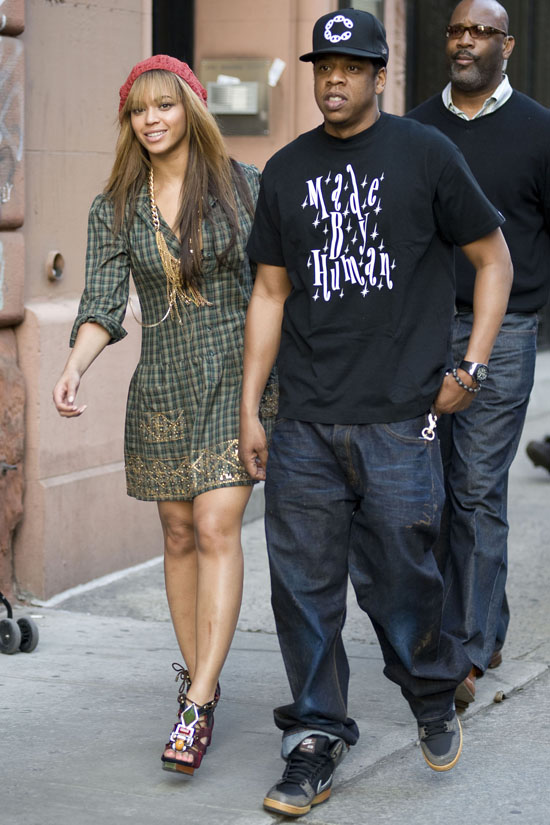 Beyonce & Jay-Z in NYC (Apr. 18th 2009)