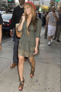 Beyonce in NYC (Apr. 18th 2009)