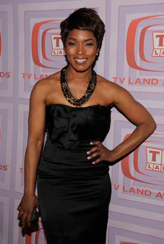 Angela Bassett backstage at the 2009 TV Land Awards (Apr. 19th 2009)