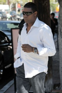 Dennis Haysbert leaving lunch at Orso in LA (Apr. 17th 2009)