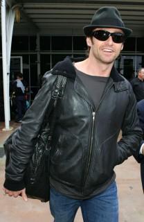 Hugh Jackman arriving in Australia via Sydney International Airport (Apr. 7th 2009)