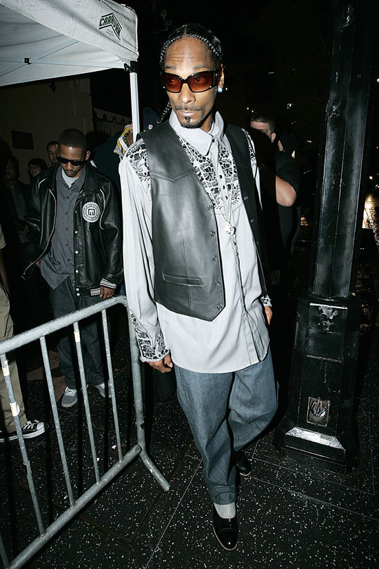Snoop Dogg leaving the Avalon in Hollywood (Apr. 7th 2009)