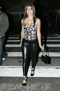 Vida Guerra leaving the Avalon in Hollywood (Apr. 7th 2009)