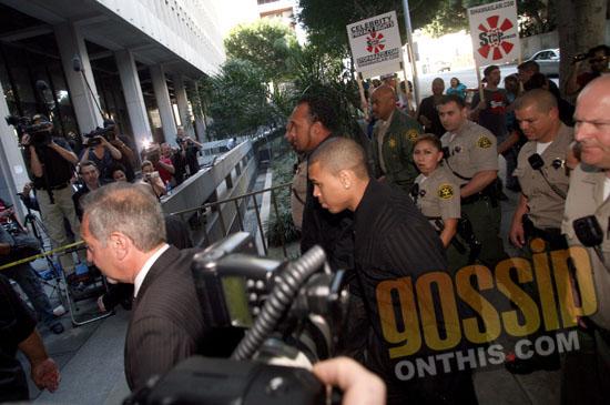 Chris Brown arrives at LA court for his arraignment (Apr. 6th 2009)