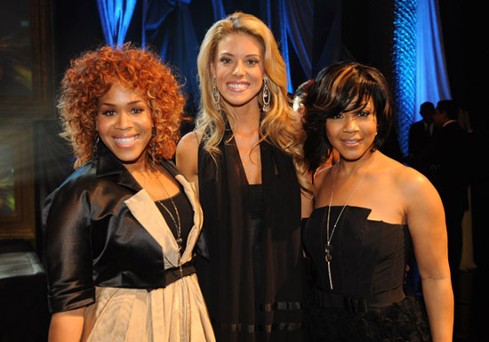 Mary Mary and Miss California 2009 Carrie Prejean // 2009 GMA Dove Awards (backstage)
