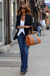 Iman shopping in Soho (Apr. 9th)