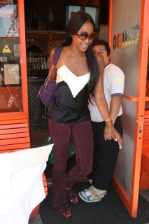 Naomi Campbell leaving Cheebo Restaurant in LA (Apr. 21st 2009)