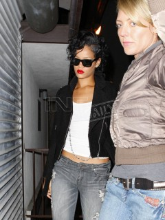 Rihanna on her way to Santa Monica recording studio (Apr. 11th 2009)
