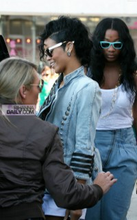 Rihanna shopping at the Bape store in LA (Apr. 17th 2009)