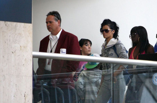 Rihanna at LAX Airport (Apr. 12th 2009)