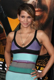 "Halle Berry // ""The Soloist"" premiere in Los Angeles"