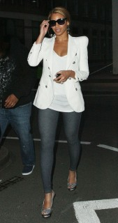Beyonce arriving at Bungalow 8 in London (May 25th 2009)