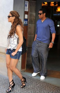 Beyonce & Jay-Z leaving restaurant in Barcelona, Spain (May 20th 2009)