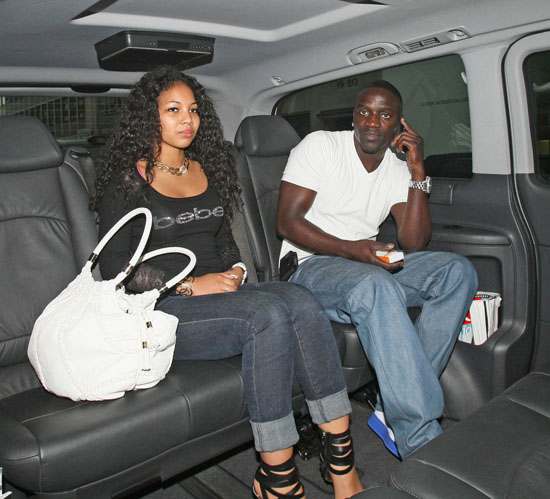 Akon and female leaving London hotel (May 10th 2009)