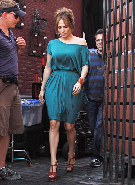 """Jennifer Lopez on the set of new movie """"The Back-Up Plan"""" in LA (May 13th 2009)"""