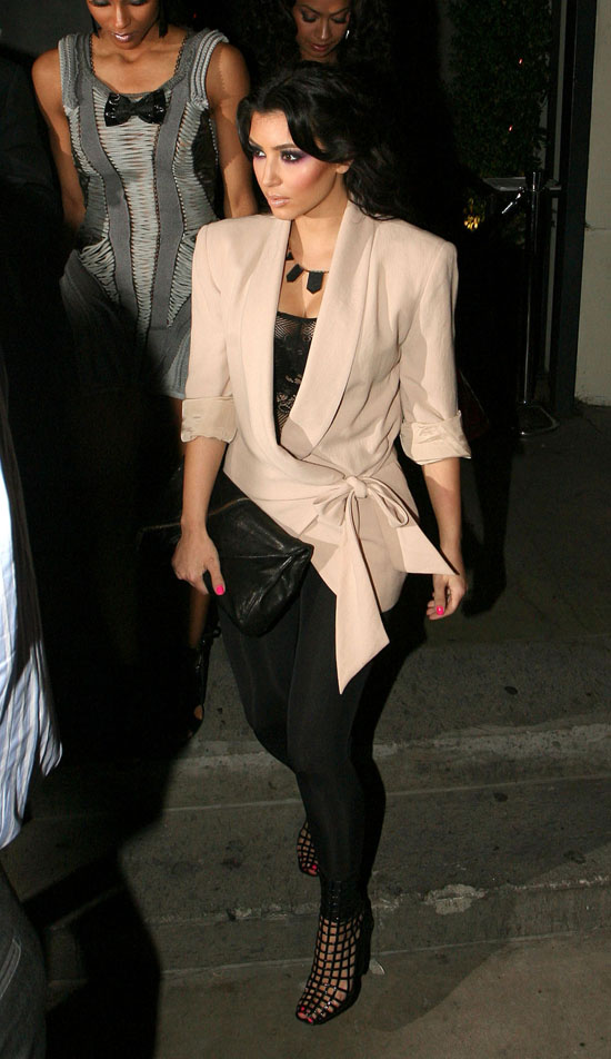Kim Kardashian leaving dinner at STK Restaurant in Beverly Hills (May 13th 2009)