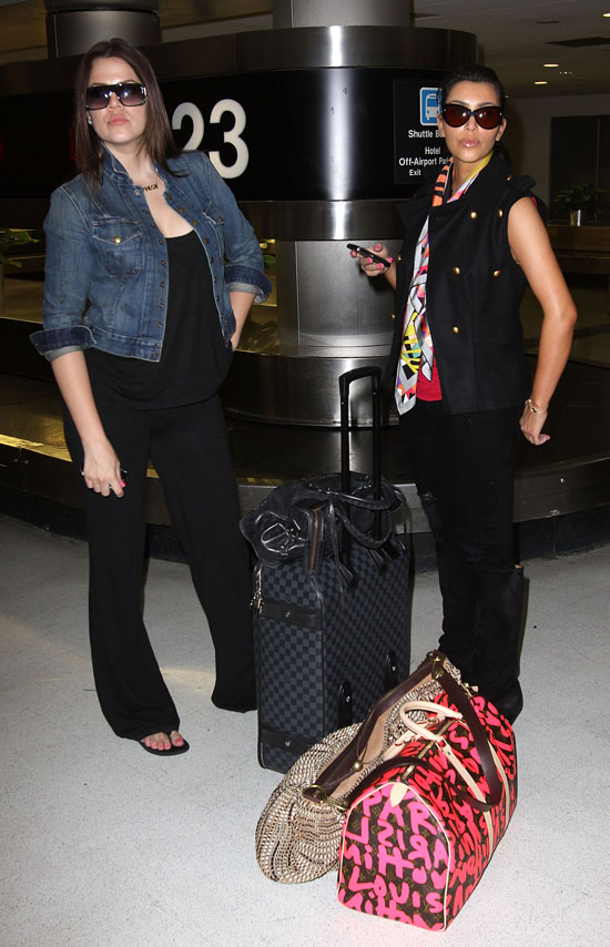 Khloe & Kim Kardashian at Miami International Airport (May 16th 2009)