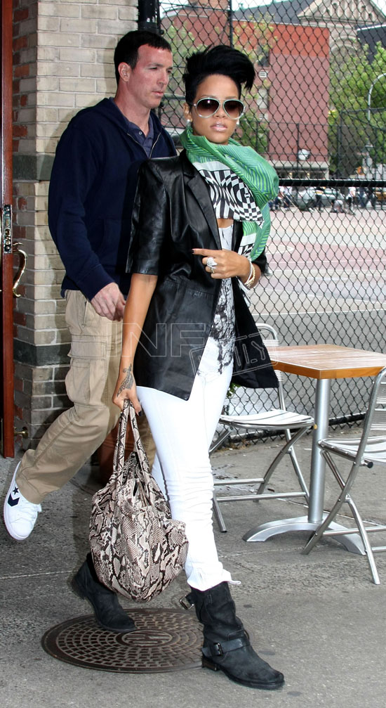 Rihanna leaving Da Silvano Restaurant (May 17th 2009)