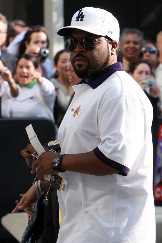 Ice Cube arriving at Staples Center in Los Angeles for the Lakers/Nuggets game (May 27th 2009)