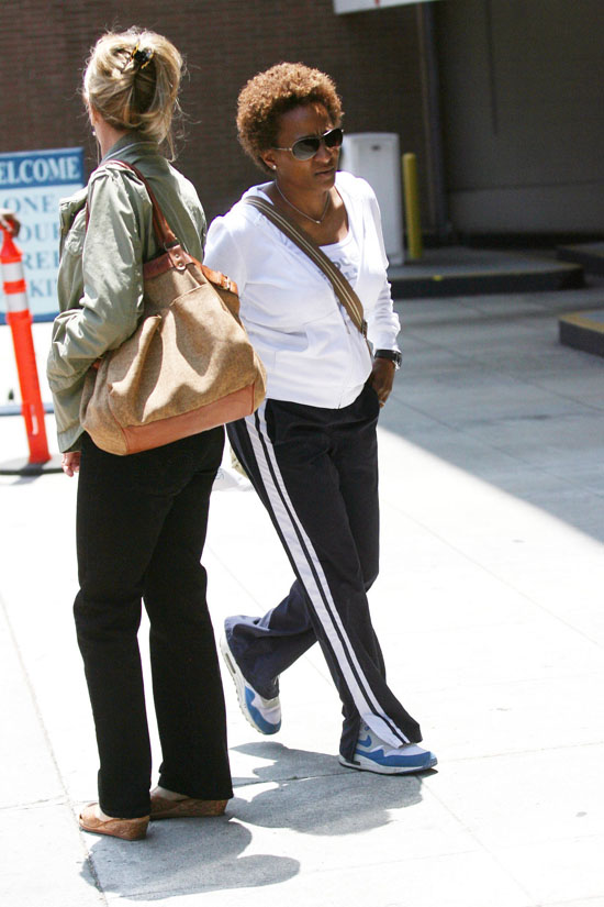 Wanda Sykes arriving at Staples Center in Los Angeles for the Lakers/Nuggets game (May 27th 2009)