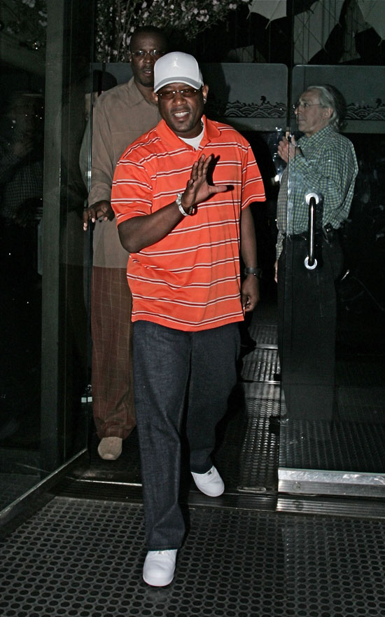 Martin Lawrence leaving Mr. Chow's in LA (May 5th 2009)