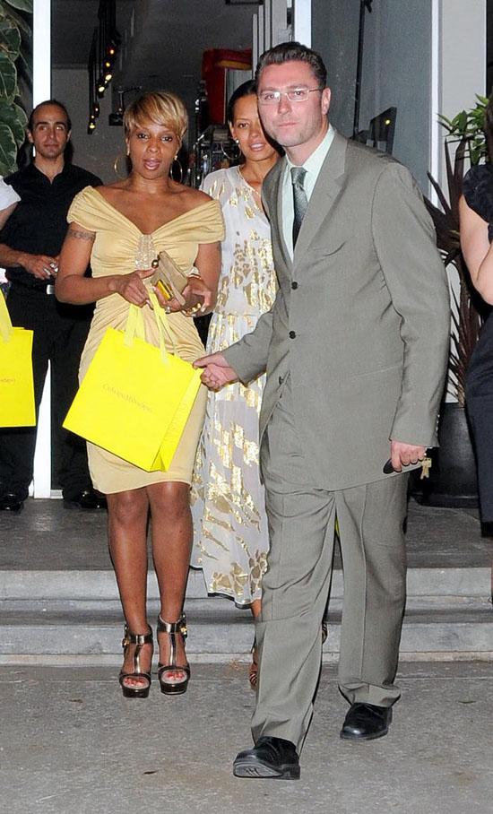 Mary J. Blige leaving West Hollywood Catherine Malandrino shop (May 7th 2009)