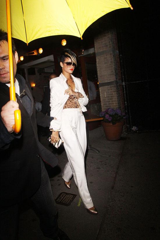 Rihanna leaving Da Silvano Restaurant in NYC (May 6th 2009)