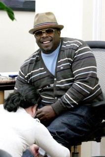 Cedric the Entertainer at a Beverly Hills Beauty Salon (May 27th 2009)