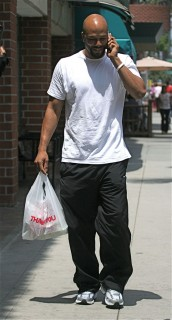 Common leaving Judi\'s Deli in Beverly Hills, CA (May 12th 2009)