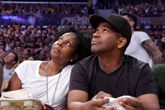 Denzel & Paultta Washington at Lakers/Rockets game (May 17th 2009)