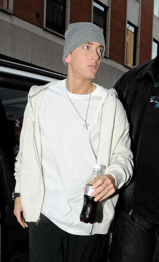 Eminem on his way to a London recording studio (May 12th 2009)
