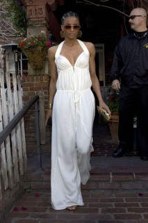 Ciara at the Ivy in Beverly Hills (May 14th 2009)