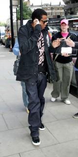 Jay-Z leaving Harvey Nichols in London (May 26th 2009)